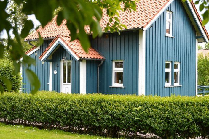 Blaues Sommerhaus am Meer