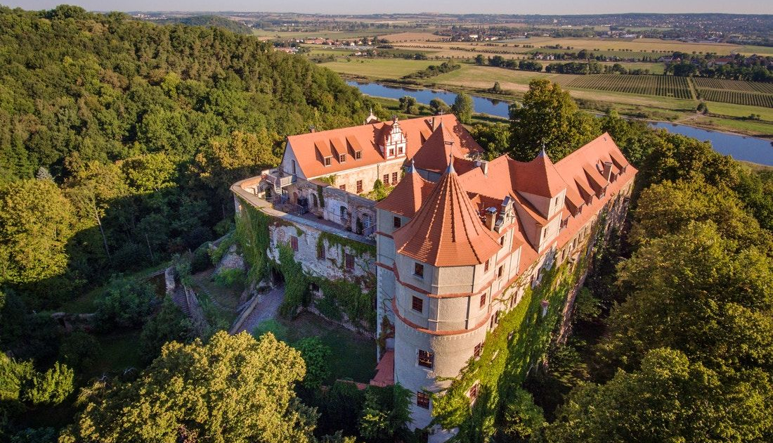 Luftansicht Schloss Scharfenberg in Sachsen