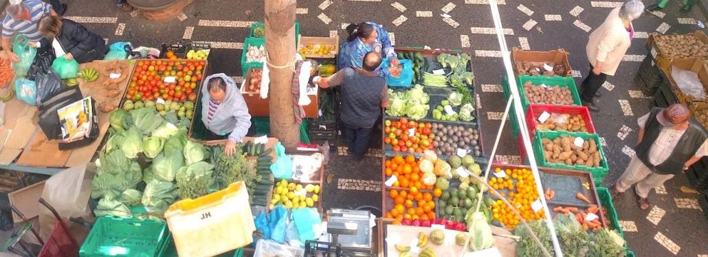 Blick von oben auf den Bauernmarkt in Funchal
