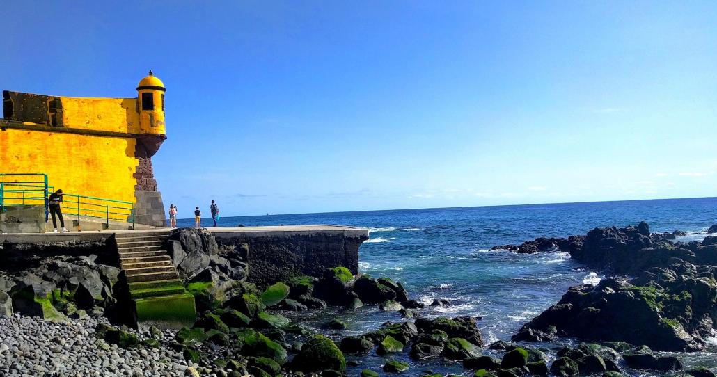 Meerblick an der Badestelle am gelben Haus in Funchal